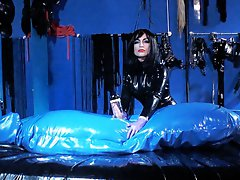 A rubberists dream with the X2400 milking machine and Goddess Lucrezia in total control